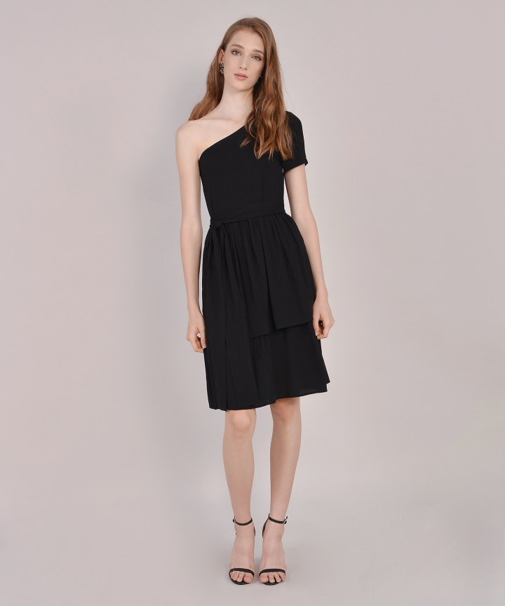 Isla Toga Tiered Midi - Black