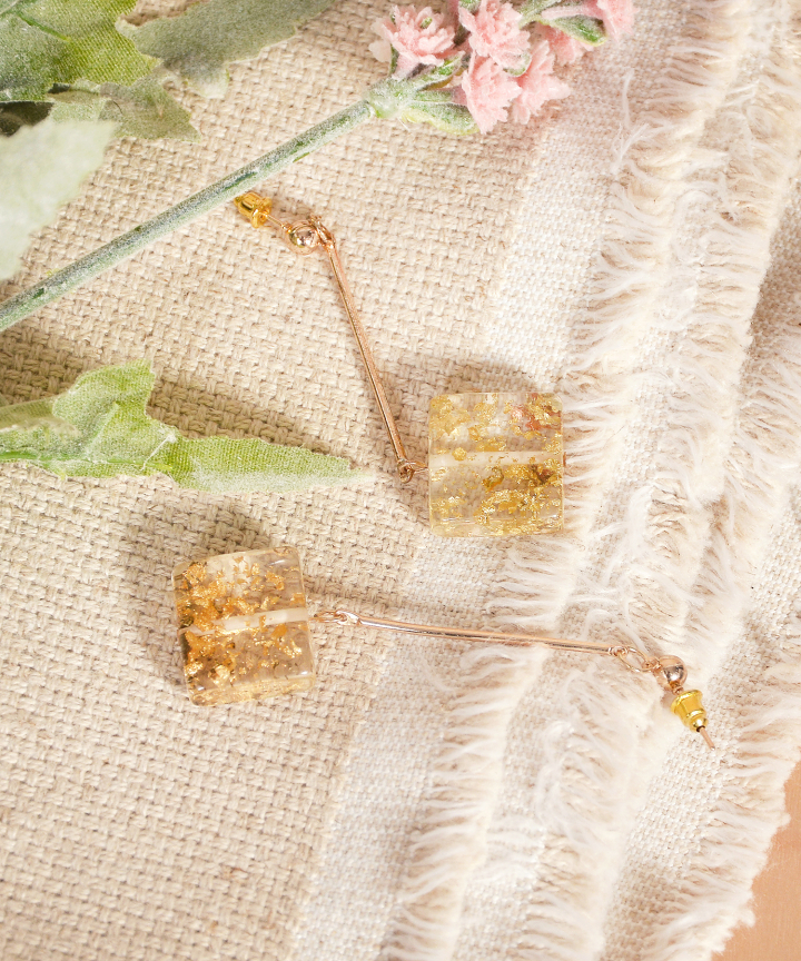 Trinket Speckled Square Earrings