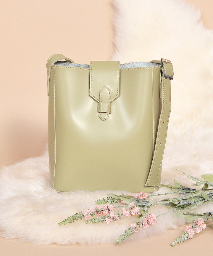 Eva Sling Bag - Pale Olive