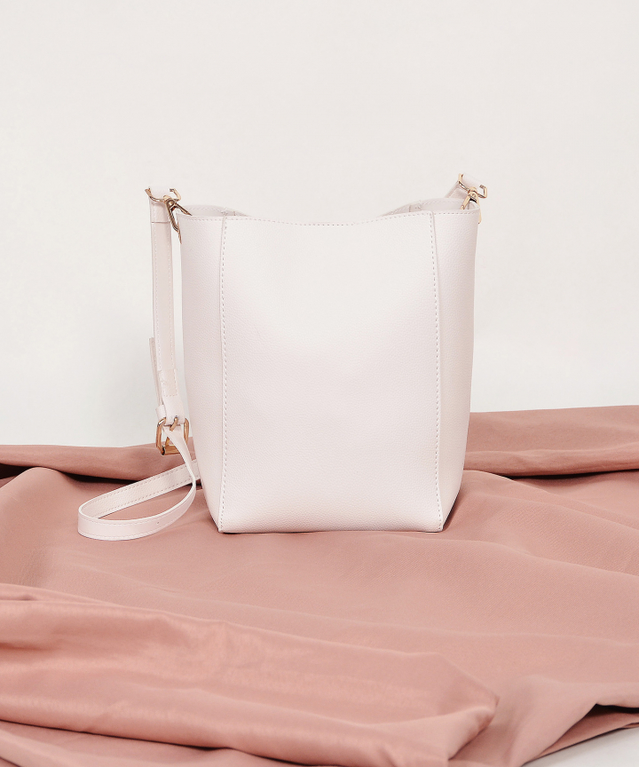 Avery Sling Bag - White