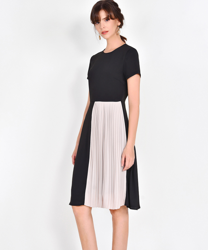 Leighton Colourblock Pleat Midi - Black