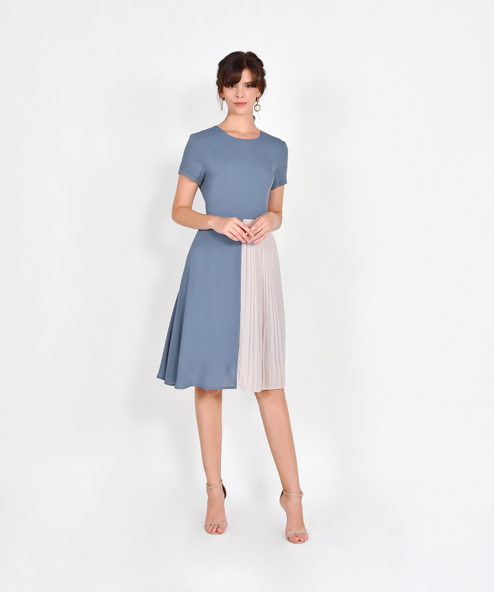 Leighton Colourblock Pleat Midi - Periwinkle Blue