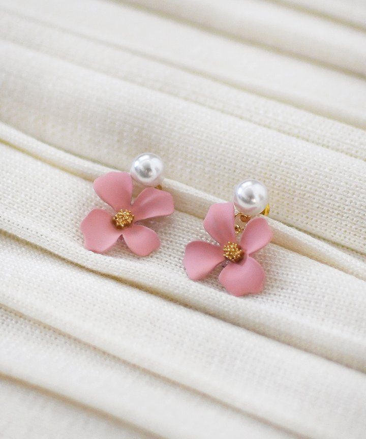 Lilli Floral Earrings - Pink