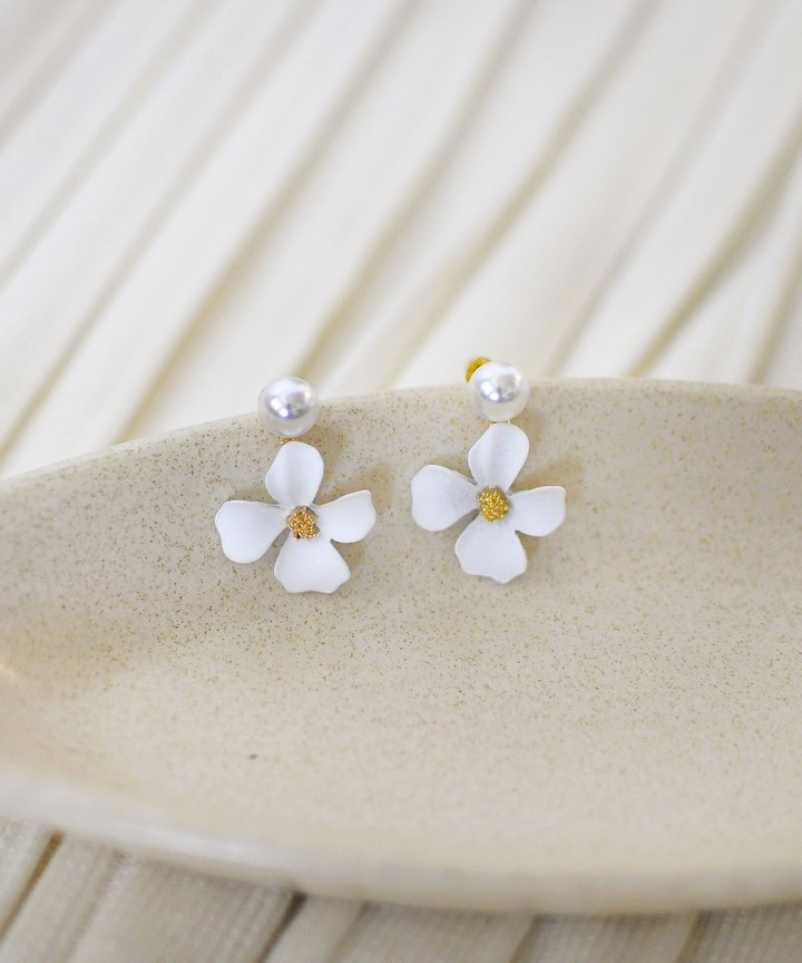 Lilli Floral Earrings - White