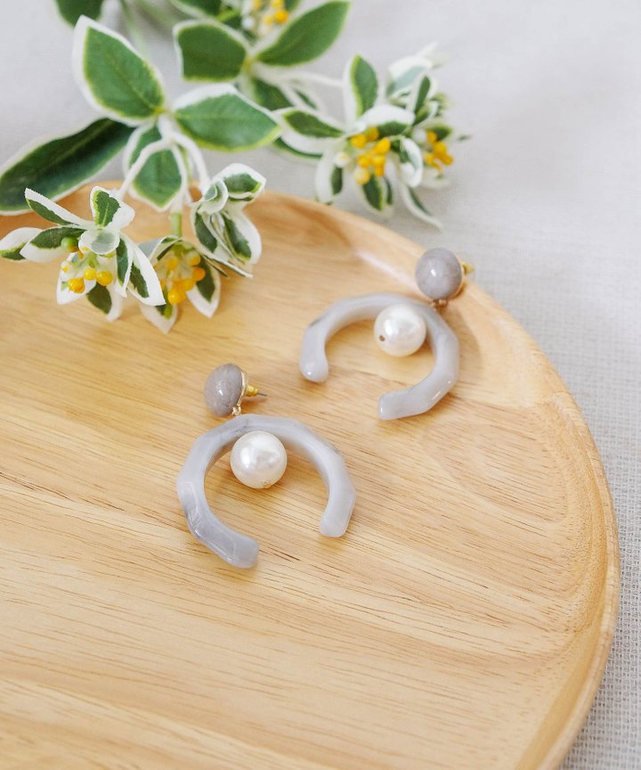 Harlow Marble Pearl Earrings