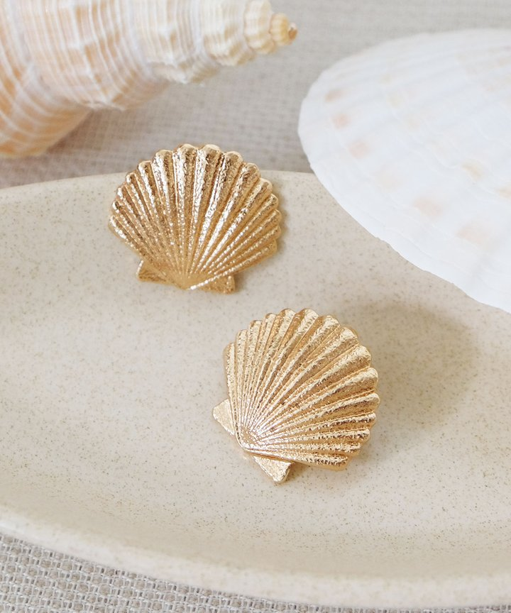 Seaside Seashell Statement Earrings - Gold