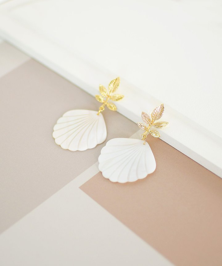Calla Seashell Earrings