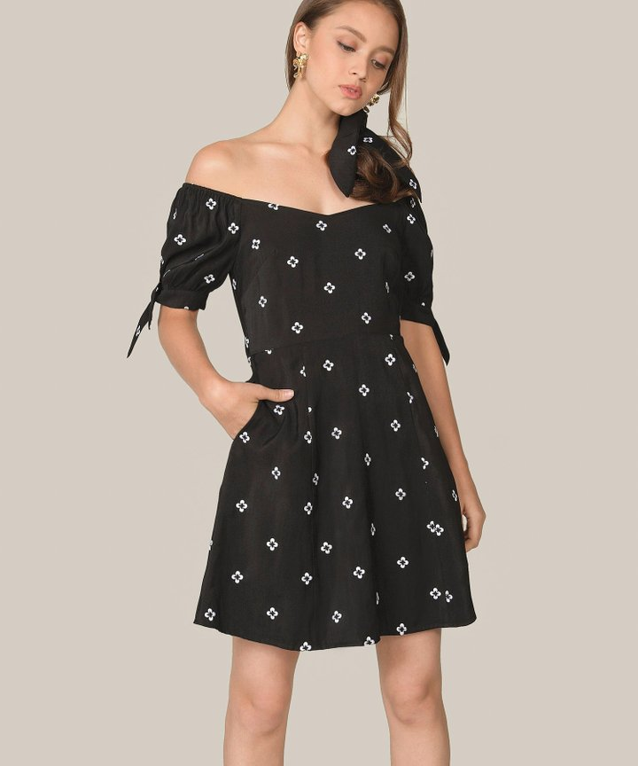 Memento Embroidered Dress - Black