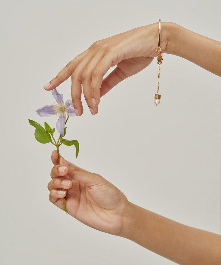 Violis Pearl Drop Bracelet (Restock)