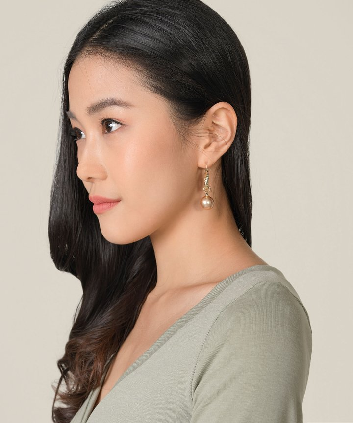 Glisten Circle Pearl Earrings