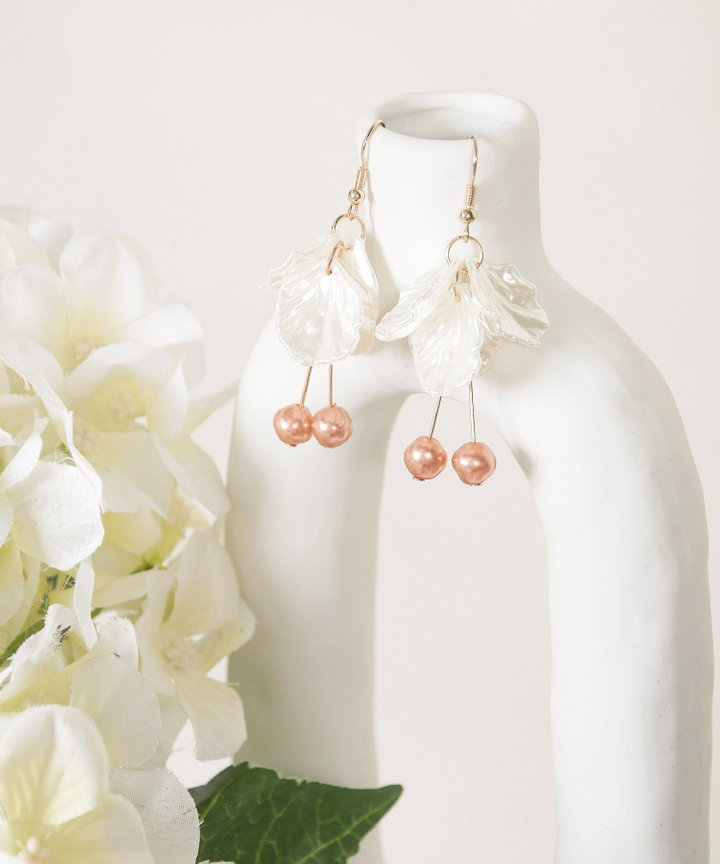 Vue Petal Pearl Earrings